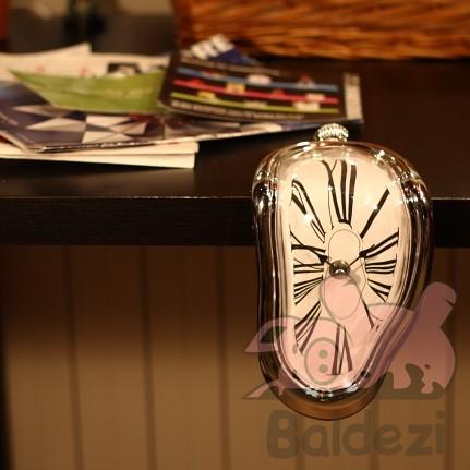 Часы на полку LiquidOne